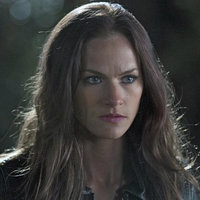 Vanessa Van Helsing played by Kelly Overton