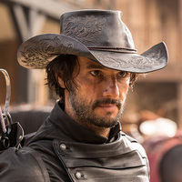 Hector Escaton played by Rodrigo Santoro