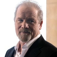 James Delos played by Peter Mullan (i)