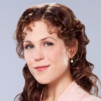 Elizabeth Thatcher played by Erin Krakow