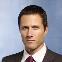 Tom Hogan played by Rob Estes