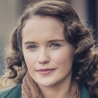 Lois Bennett played by Julia Brown