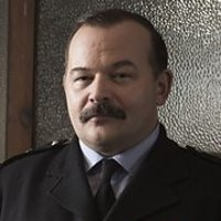 Desk Sergeant John Swift played by James Barriscale