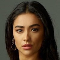 Peach Salinger  played by Shay Mitchell Image