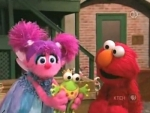 38x23 - Elmo Shows Abby How To Pretend