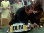 05x12 - The Unsinkable Mr. French