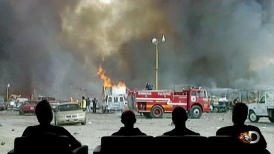 Fast N' Loud: Demolition Theater - 01x22 Funky Monkey Fireworks Screenshot