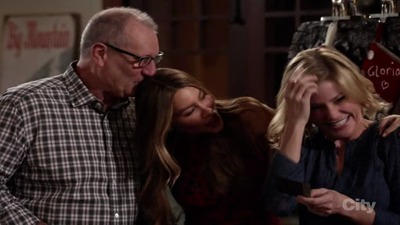 Modern Family - 07x09 White Christmas