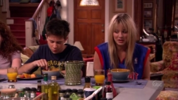 8 Simple Rules - 02x01 Premiere