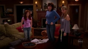 8 Simple Rules - 03x18 Freaky Friday