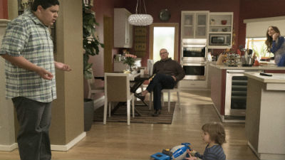 Modern Family - 07x19 Man Shouldn't Lie
