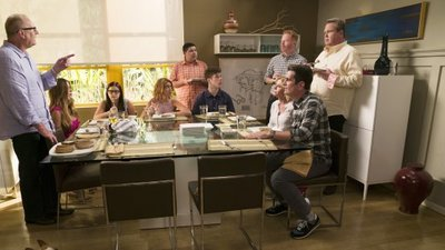 Modern Family - 08x01 A Tale of Three Cities