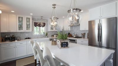 Property brothers 8x10 julie adam sharetv for 8x10 kitchen designs