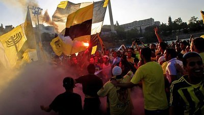 Storyville (UK) - 23x16 Forever Pure - Football and Racism in Jerusalem Screenshot