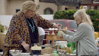Baskets - 02x09 Yard Sale