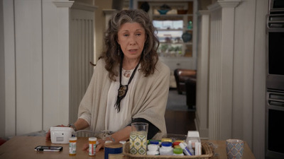 Grace And Frankie - 03x13 The Sign Screenshot