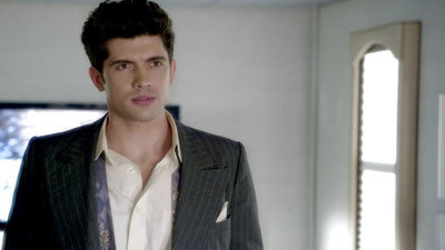 Famous in Love - 01x09 Fifty Shades of Red