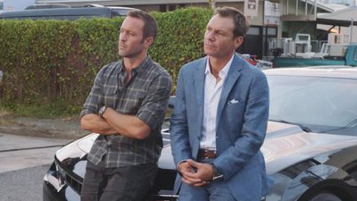 """Hawaii Five-0 (2010) - 08x03 Kau Pahi, Ko'u Kua. Kau Pu, Ko'u Po'o """"Your Knife, My Back. My Gun, Your Head."""""""