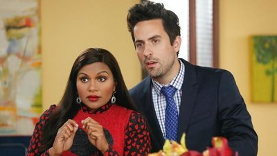 The Mindy Project - 06x05 Jeremy & Anna's Meryl Streep Costume Party Screenshot