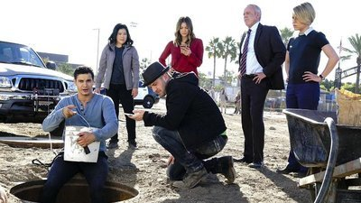 Scorpion - 04x11 Who Let the Dog Out ('Cause Now It's Stuck in a Cistern)