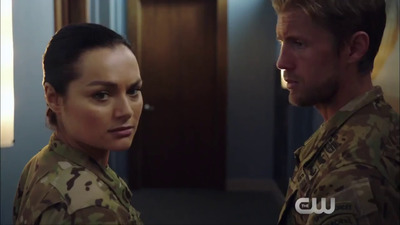 Valor - 01x08 About-Face