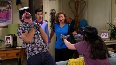 One Day at a Time (2017) - 02x06 Work Hard, Play Hard