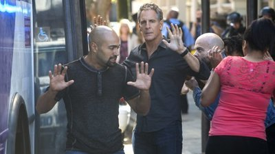 NCIS: New Orleans - 04x20 Powder Keg Screenshot