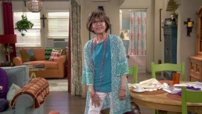 One Day at a Time (2017) - 03x05 Nip It in the Bud