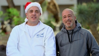 Tanked - 15x08 A Merry Fishy Christmas