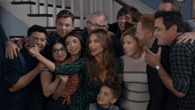 Modern Family - 11x18 Finale - Part 2 Screenshot