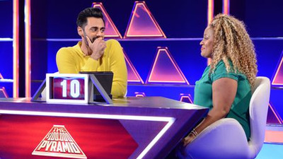 The $100,000 Pyramid - 04x13 Bobby Moynihan vs. Hasan Minhaj and Katie Couric vs. Mario Cantone Screenshot
