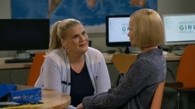 Mom - 08x05 Sober Wizard and a Woodshop Workshop