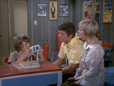 The Brady Bunch - 04x14 Law and Disorder