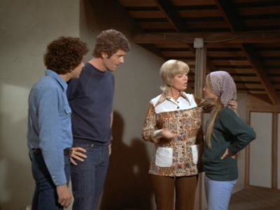 The Brady Bunch - 04x23 A Room at the Top