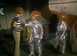 The Brady Bunch - 05x16 Out of This World