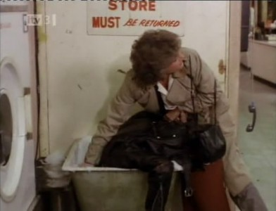 Cagney & Lacey - 01x03 Beyond the Golden Door