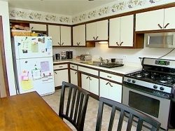 Design on a dime 17x11 modern sleek kitchen sharetv for Design on a dime kitchen ideas