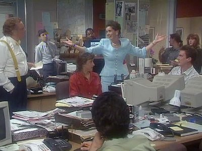 Drop the Dead Donkey (UK) - 02x08 Don't Mention the Arabs