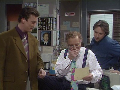 Drop the Dead Donkey (UK) - 03x01 In Place of Alex