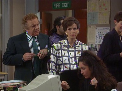 Drop the Dead Donkey (UK) - 04x03 The Day of the Mum