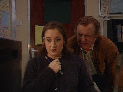 Drop the Dead Donkey (UK) - 04x09 Henry's Autobiography