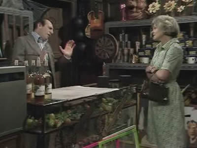 The Fall and Rise of Reginald Perrin (UK) - 02x04 The Unusual Shop