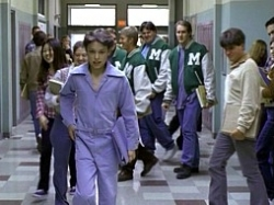 Freaks and Geeks - 01x11 Looks and Books