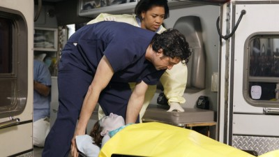 Grey's Anatomy - 03x16 Drowning on Dry Land (2)