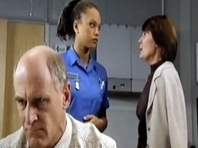 Holby City (UK) - 01x04 Love and Death Screenshot