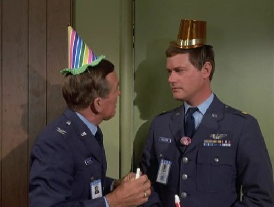 I Dream of Jeannie - 05x06 Jeannie and the Bachelor Party