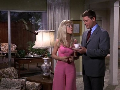 I Dream of Jeannie - 05x15 Please Don't Give My Genie No More Wine