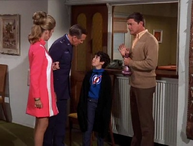 I Dream of Jeannie - 05x19 Jeannie and the Curious Kid