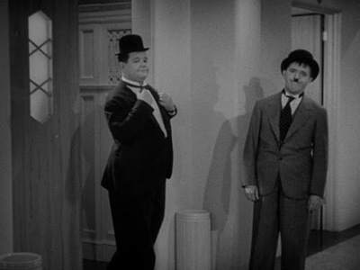 The Laurel and Hardy Show - 10x03 Thicker Than Water Screenshot