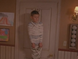 Malcolm in the Middle - 01x02 Red Dress